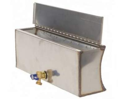 The water tank can be attached to any of the two sides.