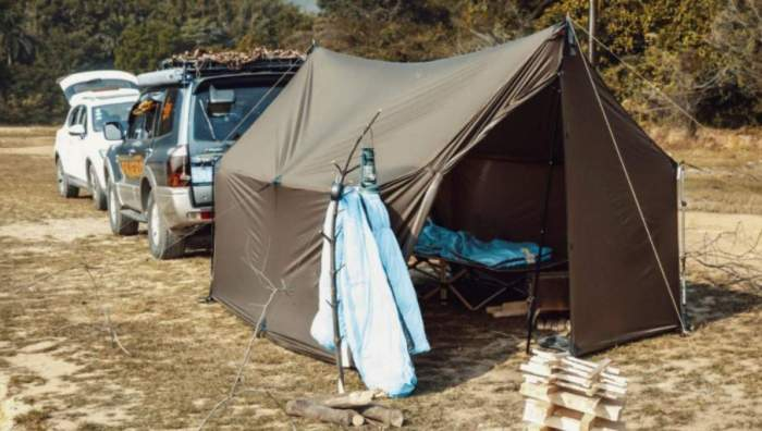 With two extra poles it transforms into a standard tent.